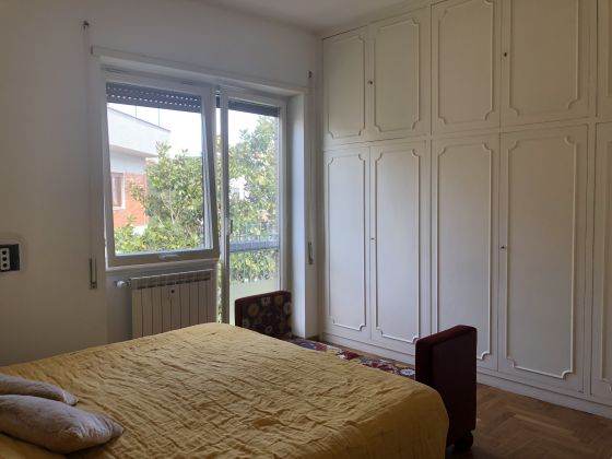 Extremely bright 3-bedroom apartment near Marymount - image 10