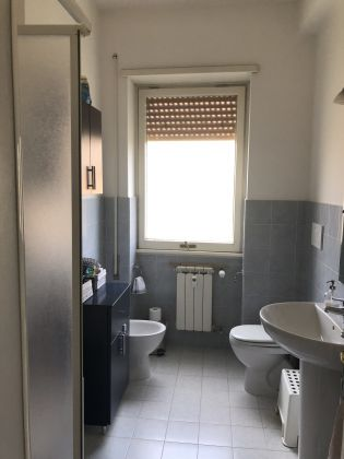 Extremely bright 3-bedroom apartment near Marymount - image 14