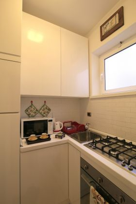 CAMPO DE' FIORI - ELEGANT ONE BED FURNISHED FLAT - image 3