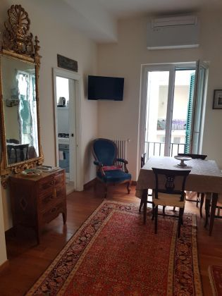 CAMPO DE' FIORI - ELEGANT ONE BED FURNISHED FLAT - image 5