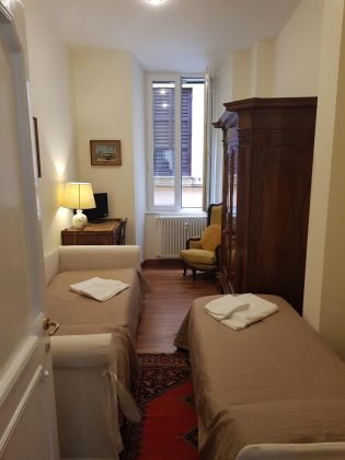 CAMPO DE' FIORI - ELEGANT ONE BED FURNISHED FLAT - image 7