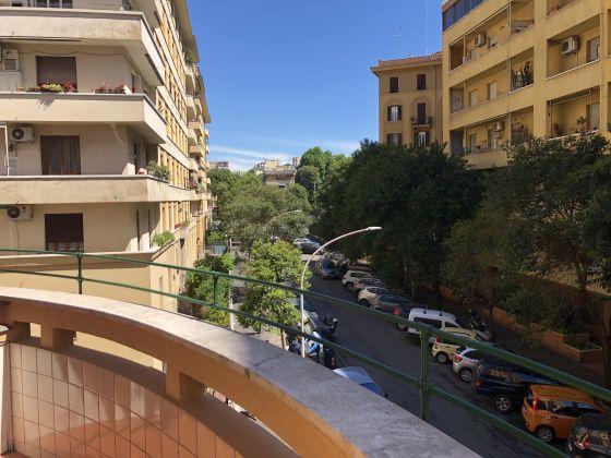 1-bedroom remodeled furnished flat - San Giovanni - image 12