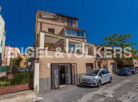 Renovated apartment for rent in Via dei Pioppi - image 11