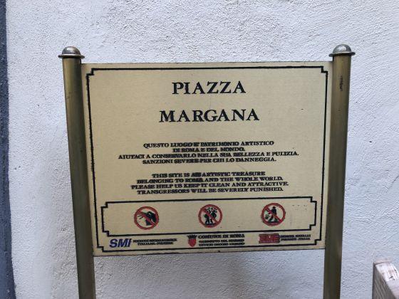 1 or 2 bedroom flat in quiet square near Piazza Venezia - image 1