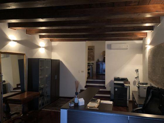 1 or 2 bedroom flat in quiet square near Piazza Venezia - image 4