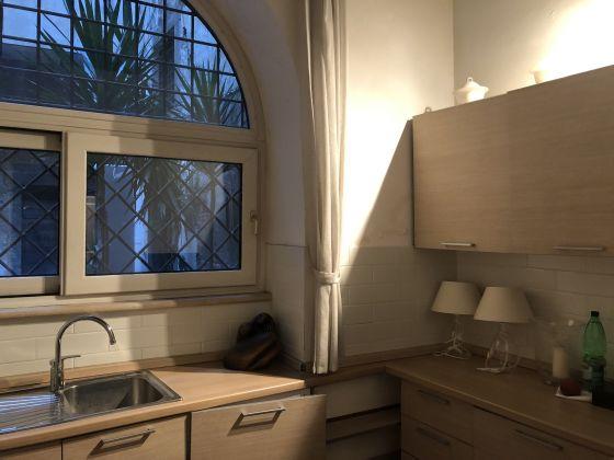 1 or 2 bedroom flat in quiet square near Piazza Venezia - image 5