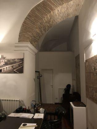 1 or 2 bedroom flat in quiet square near Piazza Venezia - image 8