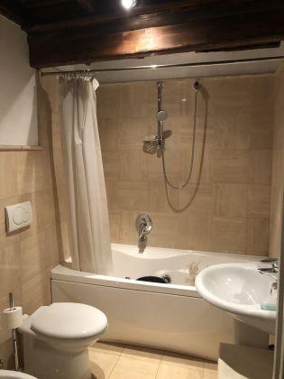 1 or 2 bedroom flat in quiet square near Piazza Venezia - image 11