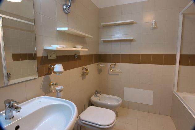 Via Aldo Ballarin full furnished apt 120 m2 on 5th floor with lift - image 7