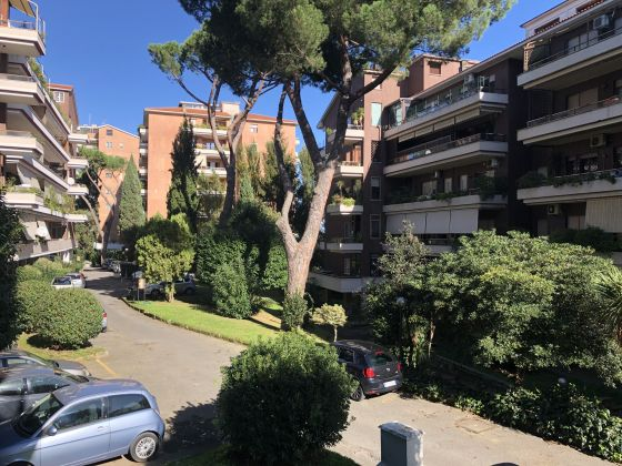 Absolutely stunning 4-bedroom flat with fireplace & terrace! - image 15