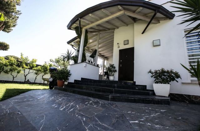 CASAL PALOCCO - Prestigious villa - image 1