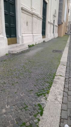 Rome: Grass grows in deserted Piazza Navona - image 3
