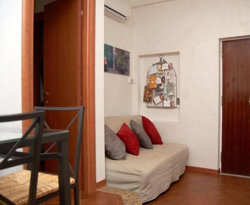 APARTMENT IN THE HISTORICAL CITY CENTRE OF ROME - image 4