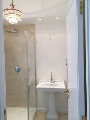 Bright, remodeled 3-bedroom flat near the Aurelian Wall - image 15
