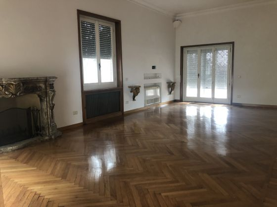 Penthouse 400m2 renting in Aventino! - image 6