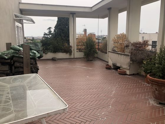 Penthouse 400m2 renting in Aventino! - image 1