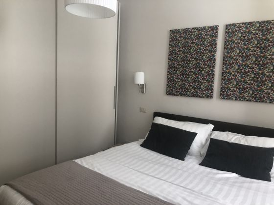 Bright remodeled, 1-bedroom fully furnished flat - image 8