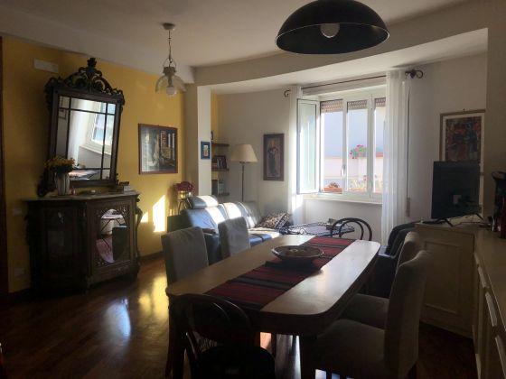 3-bedroom furnished flat Trastevere - image 1