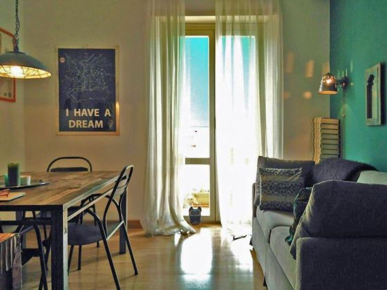 STYLISH, BRIGHT ROOM FOR RENT - image 5