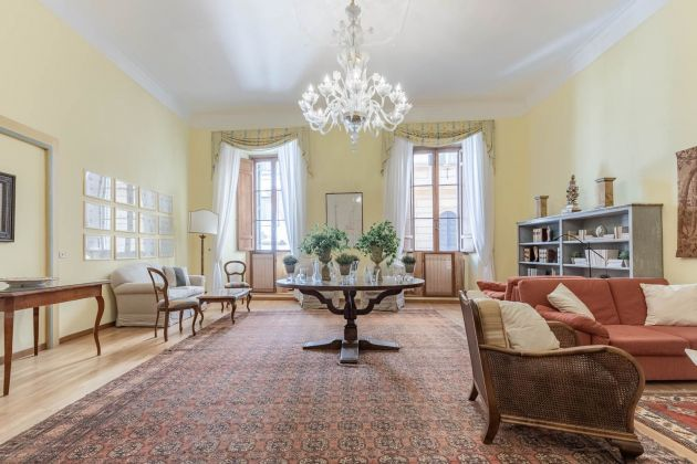 Elegant furnished 2-bedroom flat in the heart of ROME! - image 1