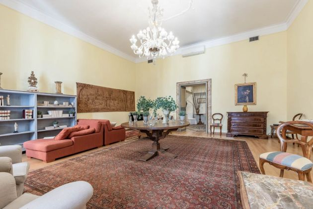 Elegant furnished 2-bedroom flat in the heart of ROME! - image 5