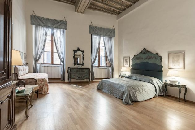 Elegant furnished 2-bedroom flat in the heart of ROME! - image 7