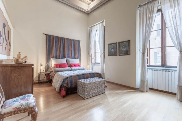 Elegant furnished 2-bedroom flat in the heart of ROME! - image 8