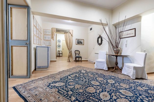 Elegant furnished 2-bedroom flat in the heart of ROME! - image 9