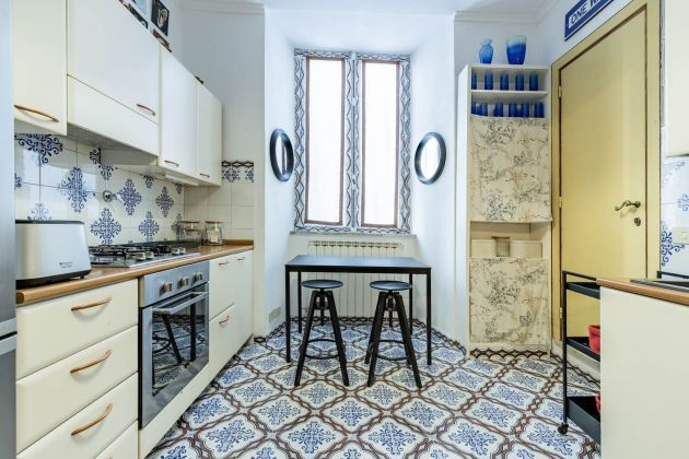 Elegant furnished 2-bedroom flat in the heart of ROME! - image 11