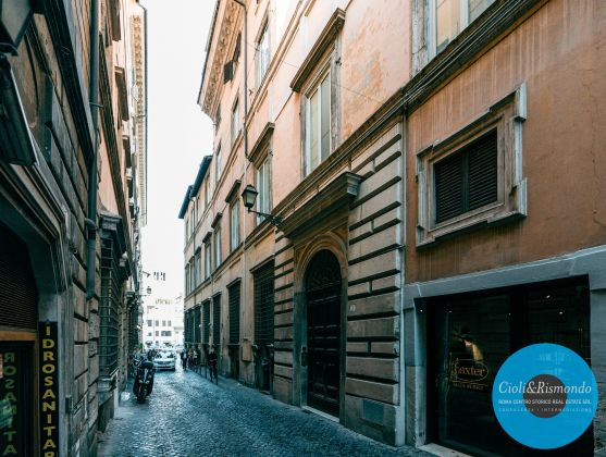 Property for sale near the Pantheon in Rome - image 1
