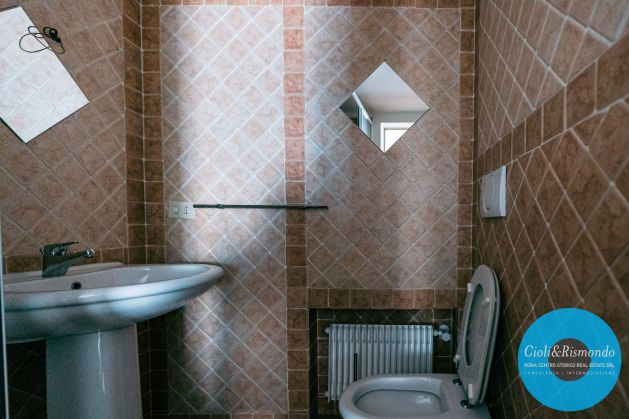 Property for sale near the Pantheon in Rome - image 10