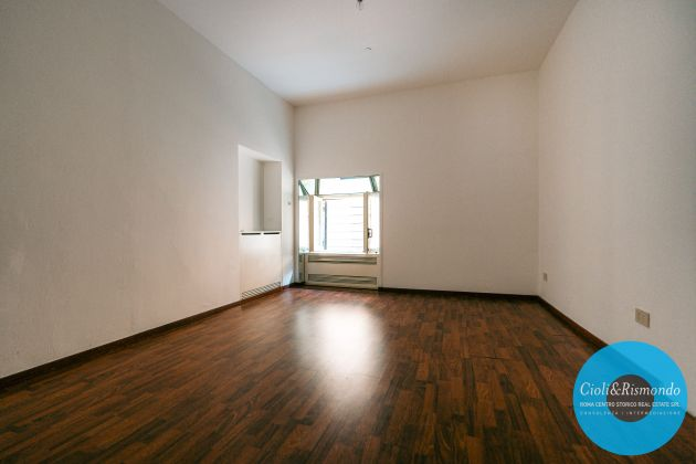 Property for sale near the Pantheon in Rome - image 11