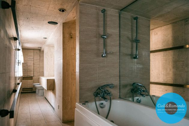 Property for sale near the Pantheon in Rome - image 12