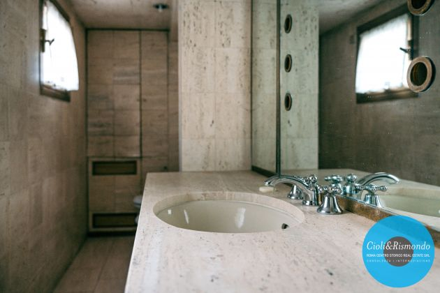 Property for sale near the Pantheon in Rome - image 13