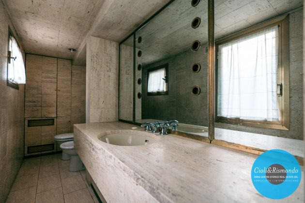 Property for sale near the Pantheon in Rome - image 14