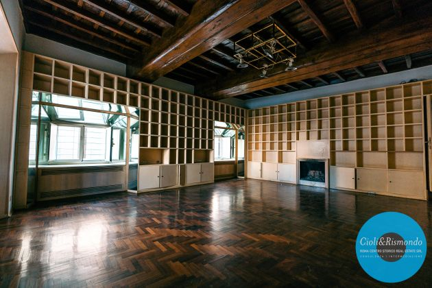 Property for sale near the Pantheon in Rome - image 16