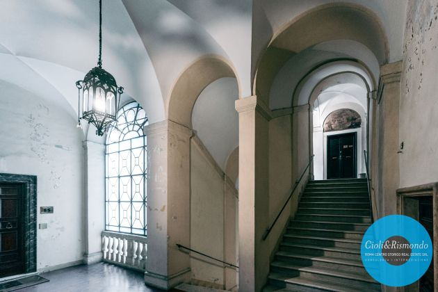 Property for sale near the Pantheon in Rome - image 5