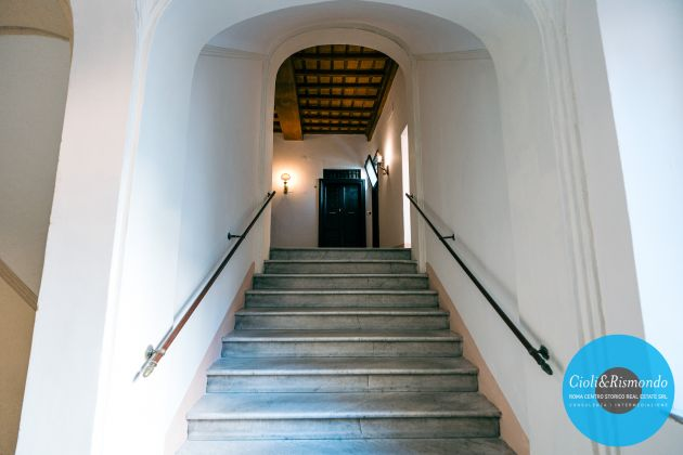 Property for sale near the Pantheon in Rome - image 6