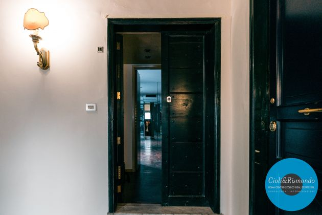 Property for sale near the Pantheon in Rome - image 7