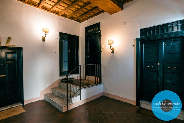 Property for sale near the Pantheon in Rome - image 8