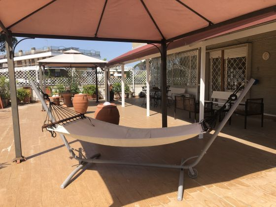 Furnished 3-bedroom flat with TERRACE and community pool and sauna - image 16