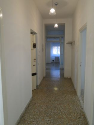 4-bedroom flat with LARGE TERRACE - image 6