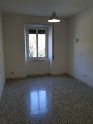 4-bedroom flat with LARGE TERRACE - image 7