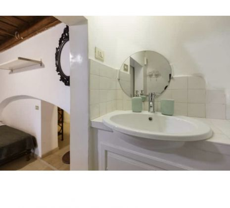 Gorgeus apartment for rent near Fontana di Trevi - image 11
