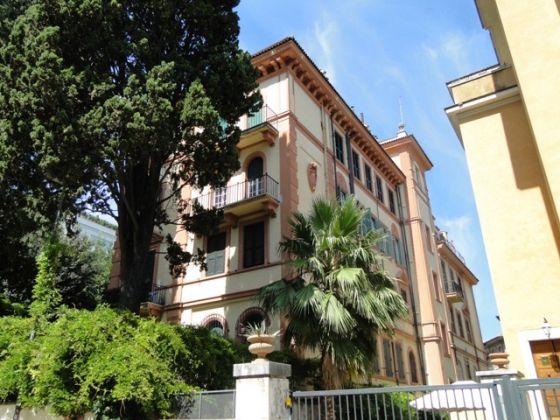 Villa Torlonia - Lovely 4-bedroom flat with balconies - image 14