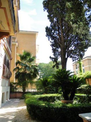 Villa Torlonia - Lovely 4-bedroom flat with balconies - image 15