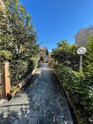 Parioli - 4 bedroom penthouse with terrace! - image 1