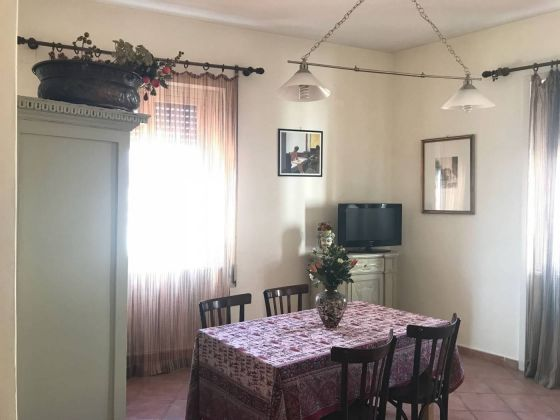 Very bright 3-bedroom furnished flat in Monteverde Vecchio - image 3