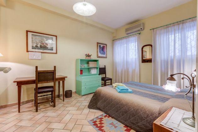 Cozy 2-bedroom furnished flat in Trastevere - image 9