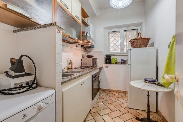 Cozy 2-bedroom furnished flat in Trastevere - image 8